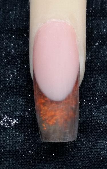 Aufbaugel auftragen und Nagel in Form feilen